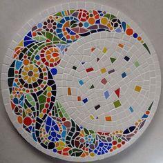 diy mosaik mandala The post Diy Mosaic Mandala Diy Mosaik Mandala appeared first on Mary& Secret World. Mosaic Tile Art, Mosaic Pots, Mosaic Artwork, Mirror Mosaic, Mosaic Glass, Mosaic Table Tops, Stained Glass, Tile Crafts, Mosaic Crafts
