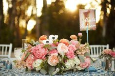 Love this low rise centerpiece for a summer wedding