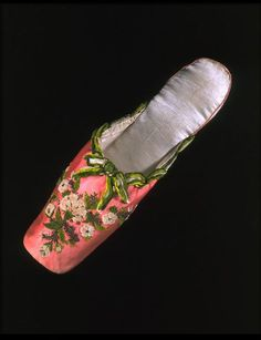 Pink satin slippers with chenille green embroidery. Victorian, 1850-1860. Photo by Victoria and Albert Museum.