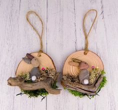 60 Easter Holiday Home Decorations Easter Crafts Ideas Rock Crafts, Diy And Crafts, Wood Slice Crafts, Coaster Crafts, Navidad Diy, Easter Projects, Easter Holidays, Diy Christmas Ornaments, Pebble Art