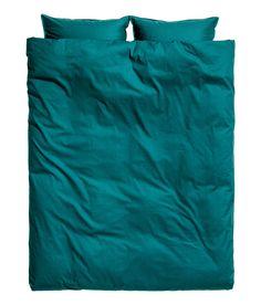 Sjekk ut dette! Et dobbelt sengesett i fintrådet bomullskvalitet. To putevar. 30s-garn. Trådtetthet 144. - Besøk hm.com for å se mer.