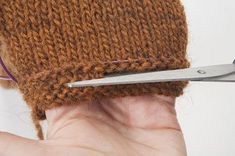 Tutorial: touching up the length of a knitted fabric, without unraveling - uncinetto Loom Knitting, Knitting Stitches, Knitting Patterns, Knitting Projects, Loom Patterns, Beautiful Crochet, Diy Crochet, Double Crochet, Crochet Stitches