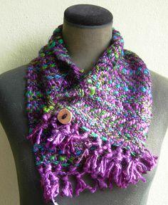 cuellos con botón, variedad de materiales y colores