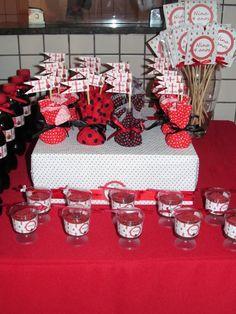 Toppers, capas para pirulitos e rótulos para copinhos.  EMAIL: boutiquedeencantos@gmail.com LOJA: www.vitrine.elo7.com.br/boutiquedeencantos FACEBOOK: www.facebook.com/boutiquedeencantos