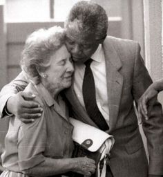 nelson mandela gives suzman a hug during a visit to his home in soweto in 1990