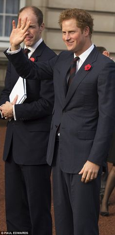 Prince Harry joins Poppy Day Appeal at Buckingham Palace #dailymail