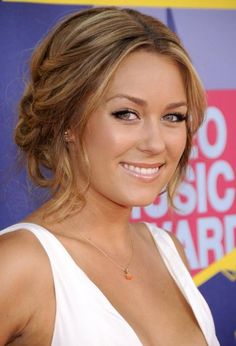Always looks so natural and glowing. Lauren Conrad, can you do my make-up every morning? -- Less is more.