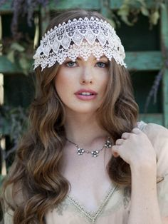Vintage Wedding Headpieces > http://www.yesbabydaily.com/blog/vintage-wedding-ideas