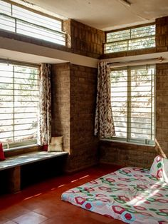 Bedroom with a ledge seating, adjoining an opening offering good light and wind flow. House Plans, Large Windows, Home, Small Balcony Decor, House Design, New Homes, Kerala Houses, Bedroom, Farmhouse Bedroom