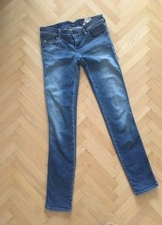 Kupuj mé předměty na #vinted http://www.vinted.cz/damske-obleceni/dziny/14339164-pekne-armani-jeans-se-zdobenymi-kapsami
