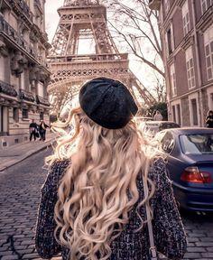 This is the most famous street in the city of Paris. Its tree-lined walkways sweep from the Place de la Concorde to the Arc de Triomphe. Hotel Des Invalides, Paris Love, Paris Photos, Paris Travel, Belle Photo, Travel Pictures, Travel Photography, Eiffel Tower Photography, Paris Photography