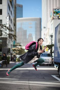 Natsumi hayashi: levitating self-portraits video photography, levitation photography, photography ideas, Levitation Photography, Self Portrait Photography, People Photography, Artistic Photography, Video Photography, Photography Ideas, Flying Photography, Experimental Photography, Exposure Photography
