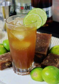 La AGUAPANELA CON LIMON , es una bebida típica Colombiana, que no puede faltar en ningún restaurante típico Colombiano, así como tampoco ...