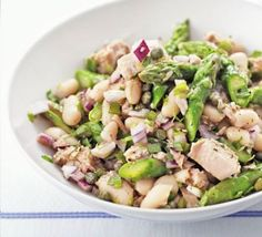 Tuna, asparagus & white bean salad from BBC Good Food - dinner tonight at 275 calories Bean Salad Recipes, Pasta Recipes, Tuna Recipes, Cream Recipes, Bbc Good Food Recipes, Healthy Recipes, Asparagus Salad, Tuna Salad, Green Bean Salads
