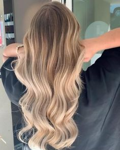 Brown Hair With Blonde Balayage, Medium Blonde Hair, Blonde Hair Shades, Honey Blonde Hair, Blonde Hair Looks, Hair Color Balayage, Blonde Hair Caramel Highlights, Blonde Hair For Brunettes, Babylights Blonde