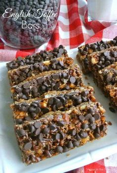 English Toffee Bars are chocolaty and perfect - amazingly beautiful too. Just imagine biting into the flavors of a classic favorite all rolled into a bar. Chocolate Chip Cookie Bars, Chocolate Toffee, Chocolate Recipes, Chocolate Chips, Vegetarian Desserts, Vegan Sweets, Easy Desserts, Healthy Desserts, Vegan Food