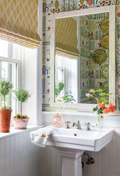Trellis Wallpaper, Brown Furniture, Beautiful Interior Design, Color Inspiration, Farmer, Beautiful Homes, Home And Garden, House, Bathrooms