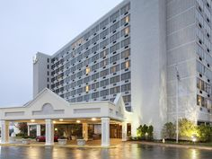Saint Louis (MO) Doubletree Hotel St. Louis at Westport United States, North America The 3-star Doubletree Hotel St. Louis at Westport offers comfort and convenience whether you're on business or holiday in Saint Louis (MO). Offering a variety of facilities and services, the hotel provides all you need for a good night's sleep. Facilities like 24-hour front desk, facilities for disabled guests, luggage storage, Wi-Fi in public areas, car park are readily available for you to e...