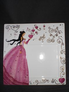Princesse rose aux coeurs Pottery Painting, Ceramic Painting, Ceramic Plates, Ceramic Pottery, Painted Mugs, Hand Painted, Engraved Plates, Sharpie Art, Christmas Plates