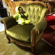 #rokokoo #nojatuoli 85€ #lahti #kirpputori #kirpputorikisälli #antiikki #antiikkikauppa #juhokusti #retro #vintage #tuoli #barokki #huonekalu myyty Wingback Chair, Retro Vintage, Accent Chairs, Furniture, Home Decor, Upholstered Chairs, Decoration Home, Room Decor, Wing Chair