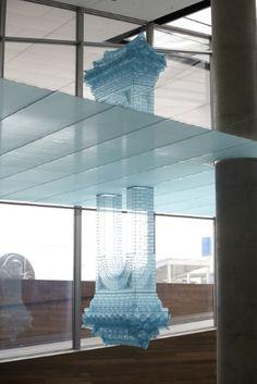 서도호 / 투영 / 폴리에스터 천, 금속 틀 / Double Gate:211x101x653cm, Hrizontal Fabric: variable / 2011