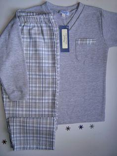 confortable Pijama de varón   talles 4 al 14 SOLO MODELO. V Kids Nightwear, Boys Sleepwear, Kids Pajamas, Pyjamas, Pajama Pants Pattern, Sweet Dreams Baby, Night Suit, Boys Pants, Christmas Pajamas