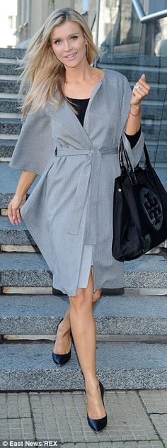 Casual glamour: Wearing a simple blouse and skirt, Joanna, added sophistication to her. Blouse And Skirt, Shirt Dress, Joanna Krupa, Next Top Model, Famous Faces, Charity, Red Carpet, Bring It On, Glamour