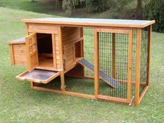 Chicken Coop - Comment construire un poulailler Building a chicken coop does not have to be tricky nor does it have to set you back a ton of scratch. Urban Chicken Coop, Chicken Coop Plans Free, Chicken Coop Blueprints, Small Chicken Coops, Chicken Barn, Easy Chicken Coop, Portable Chicken Coop, Chicken Coup, Backyard Chicken Coops