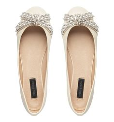 pointe Flats made to look like pointe shoes. ballet flats Cute ballet flats Souls of my Shoes Cute Flats, Cute Shoes, Me Too Shoes, Dressy Flats, Bow Flats, Formal Flats, Pretty Shoes, Beautiful Shoes, Prom Shoes