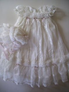 @Celia Dahan Amazon.com: Ivory Lace and Ruffles Baby Gown and Bonnet: Clothing