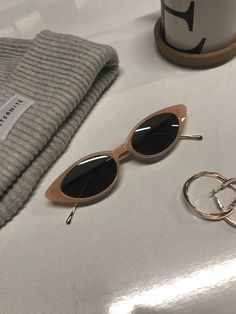 Sunglasses, Must have, Curt Kobain sunglasses, trendy , fashion, Oval sunglasses, oval sunnies, summer fashion, summer 2018, white sunglasses, black sunglasses, round , cat eye