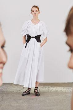 http://www.vogue.com/fashion-shows/resort-2018/jil-sander/slideshow/collection