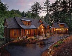This rustic ranch floor plan is worth a second look. Interesting exposed beam ceilings. Nice master bed and bath. Mountain House Plans, Mountain Homes, Mountain Cottage, Chalet Modern, Cabins In The Woods, Log Cabin Homes, Log Cabins, Logs, Veranda