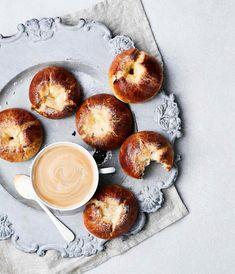 Yön yli -voisilmäpullat | Makea leivonta | Soppa365 Doughnut, Pie, Baking, Desserts, Recipes, Torte, Tailgate Desserts, Cake, Deserts