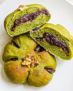 DIY Matcha Buns are filled with Sweet Red Bean Paste and are a popular choice in every Japanese bakery! Bean Bread Recipe, Red Bean Dessert, Japanese Bakery, Japanese Food, Red Beans Recipe, Matcha Dessert, Bean Cakes, Red Bean Paste, Asian Desserts