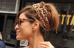 Οι εντυπωσιακοί κότσοι της Eva Mendes Επιλέγει να προσθέτει turban στα μαλλιά της.