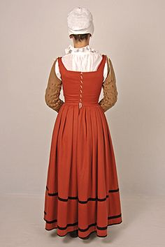 English kirtle w separate sleeves c 1560