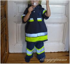 Feuerwehrmannkostüm aus Pyjamahose, Warnweste und Shirt / Firefighter costume made of lower part of pjs, reflective vest and shirt / Upcycling