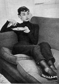 A blog dedicated to Audrey Hepburn: posting rare, popular, old and new photographs of the legendary...