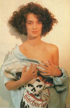 Winona Ryder in 1989 Winona Ryder Style, Winona Ryder 90s, Pretty People, Beautiful People, Beautiful Women, Bikini Pictures, Bikini Photos, Winona Forever, Carole
