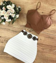 Top court marron et mini jupe blanche - Teen Fashion Outfits, Swag Outfits, Stylish Outfits, Girl Outfits, Womens Fashion, Cute Summer Outfits, Cute Casual Outfits, Pretty Outfits, Spring Outfits