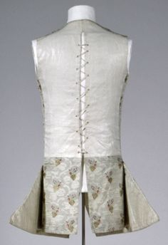 Sleeveless Waistcoat (reverse), 1760, Germany, gray-green silk, gold and silver metallic thread, lining: gray-green silk, linen / cotton. GERMANISCHES NATIONALMUSEUM