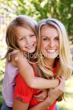 mother daughter picture poses | Mom/Daughter pose idea | Photography Ideas