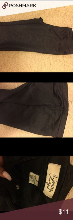 Black jeggings ! With pattern! Size 8! Very comfortable! No tags ! Never been worn ! Pants Leggings