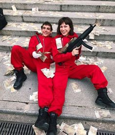 The highly anticipated fourth season of La Casa de Papel is on Netflix starting April La Casa de Papel Season Trailer Diy Halloween Costumes For Kids, Halloween Outfits, Movies Showing, Movies And Tv Shows, Series Movies, Tv Series, Shotting Photo, Poses, Best Series