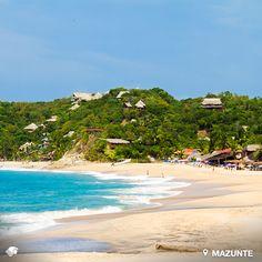 Mazunte, Puerto Escondido. Oaxaca, México. Una de las playas más encantadoras del estado de Oaxaca, de aguas templadas y arena dorada. Hospédate comódamente en bungalows y cabañas frente al mar o acampa en la zona de playas y huertas.