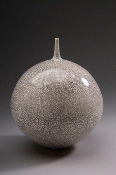 white-crackle-glaze-vase-hideaki-miyamura-471x709