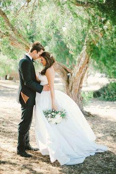 photo romantique: portrait des mariés en profil