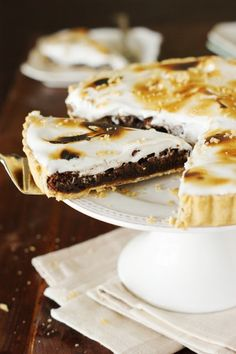 Fudgy Smores Pie ~ enjoy made-in-the-oven totally rich and scrumptious Fudgy Smores Pie, no campfire needed. www.thekitchenismyplayground.com