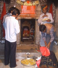 Where is rat temple in India, Why Karni Mata temple famous, History of Karni mata, Why Deshnok is famous, Karni mata temple in Deshnok near Bikaner Mata Rani, Hindu Temple, World Religions, God Pictures, Largest Countries, Rats, Temples, Sanskrit, Destinations